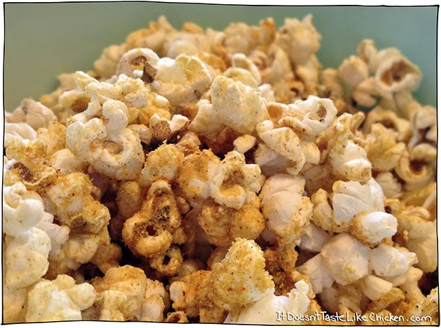 Cheesy-vegan-popcorn