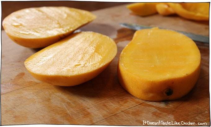 slice-top-and-bottom-off-of-mango