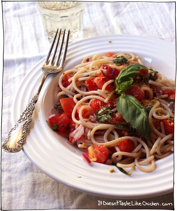 toss-tomatoes-with-pasta-raw-sauce