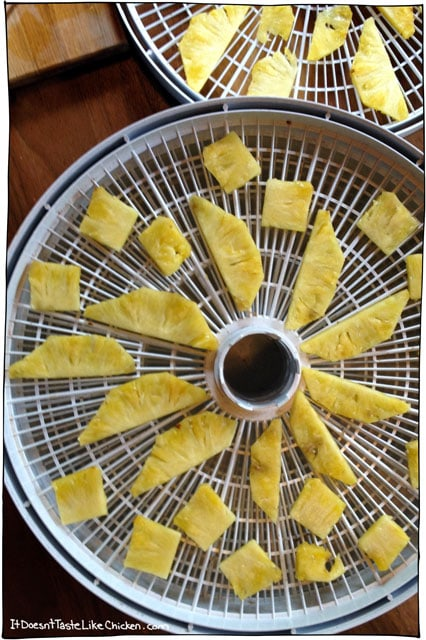 dehydrating-pineapple