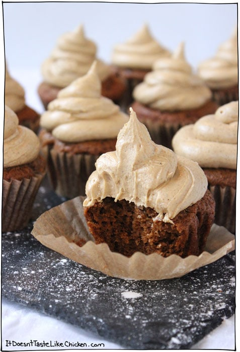 vegan-gingerbread-cupcakes-with-frosting