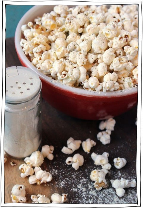 vegan-sour-cream-onion-popcorn