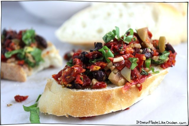 Olive-and-Sun-dried-tomato-rustic-tapenade-3