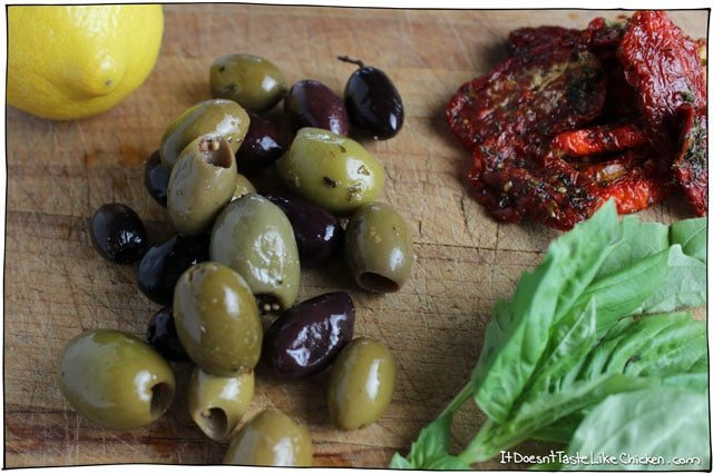 Olive-and-Sun-dried-tomato-rustic-tapenade5