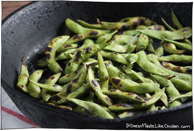 Skillet Roasted Edamame is my favourite snack! The roasting enhances the flavour of the beans, and the slightly charred shells add a lovely smokey essence. Full of protein, fiber, and low in calories. #itdoesnttastelikechicken