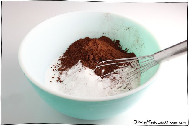 The-ultimate-vegan-chocolate-cake-01
