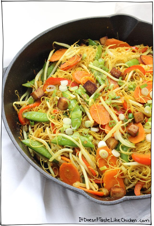 Vegan singapore noodles it doesnt taste like chicken vegan singapore noodles slightly spicy jam packed full of curry deliciousness tossed forumfinder Choice Image
