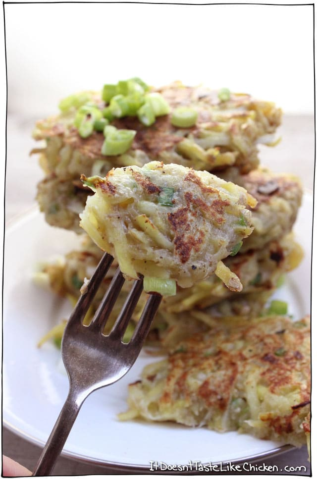 Vegan Potato Pancakes! Crispy on the outside, soft in the middle, full of potato goodness with a hint of spice throughout. Quick and easy recipe for those lazy nights when you have nothing but a couple potatoes. #itdoesnttastelikechicken