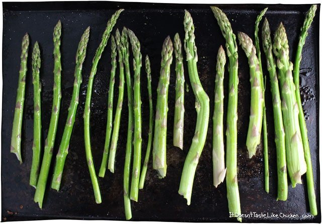 Lemon Cashew Asparagus. A quick and easy roasted side dish. Vegan and dairy free. The cashew crumble makes it so creamy, I ate the whole batch straight from the tray! #itdoesnttastelikechicken