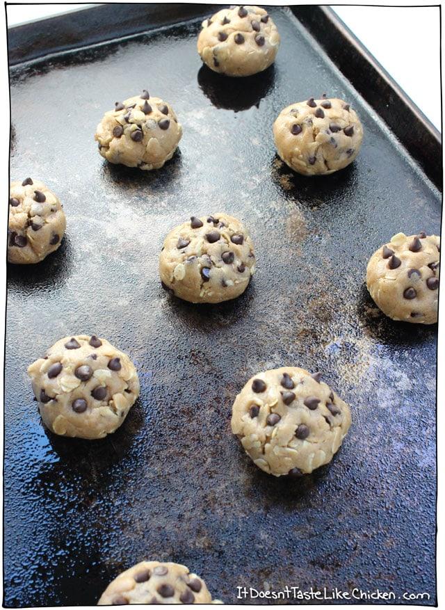 Vegan Oatmeal Chocolate Chip Cookies • it doesn't taste like chicken