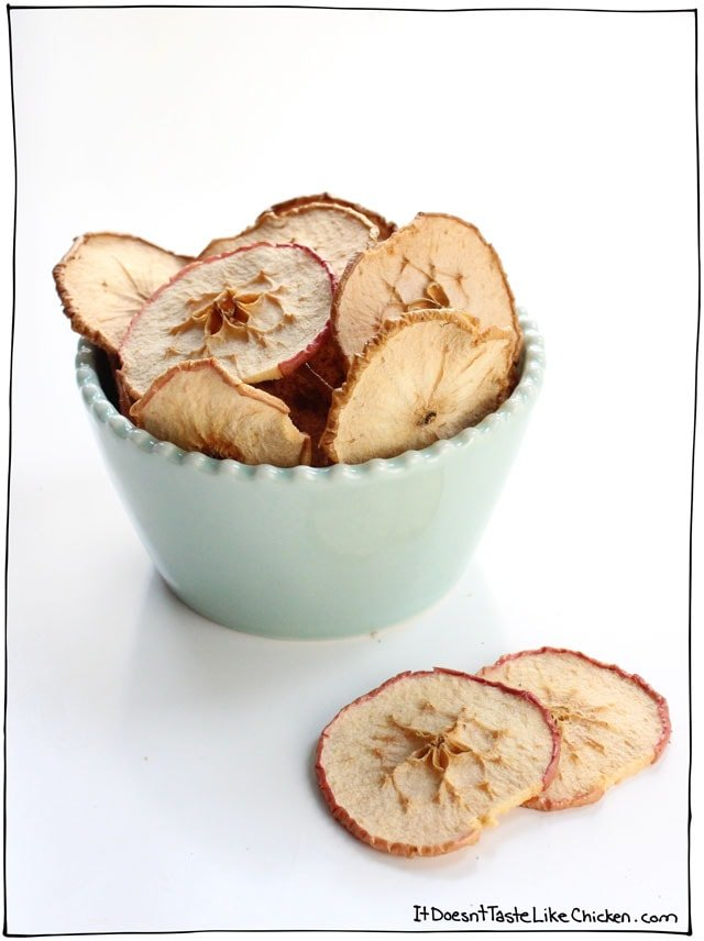 Crunchy Apple Chips! 4 Secret tips make these oven baked apple chips extra crunchy. A perfect healthy snack. Can be made from any type apple, and can be sprinkled with cinnamon sugar, or even pumpkin pie spice. Yum! #itdoesnttastelikechicken