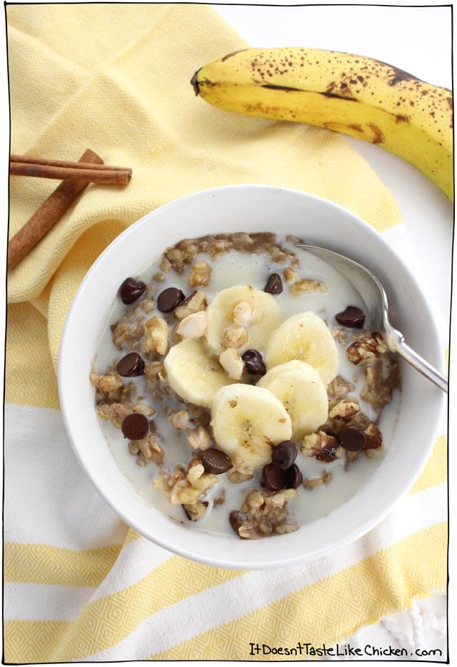 Vegan Banana Bread Oatmeal! It tastes just like the best slice of still-warm banana bread that you've ever had. No baking required! #itdoesnttastelikechicken