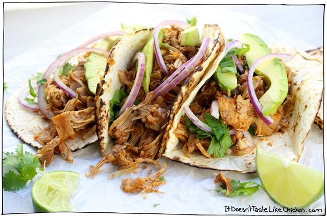 Easy Vegan Jackfruit Tacos! Takes just 25 minutes to whip up for a perfect weeknight meal. So delicious even meat eaters will love this! Vegetarian, gluten-free. #itdoesnttastelikechicken
