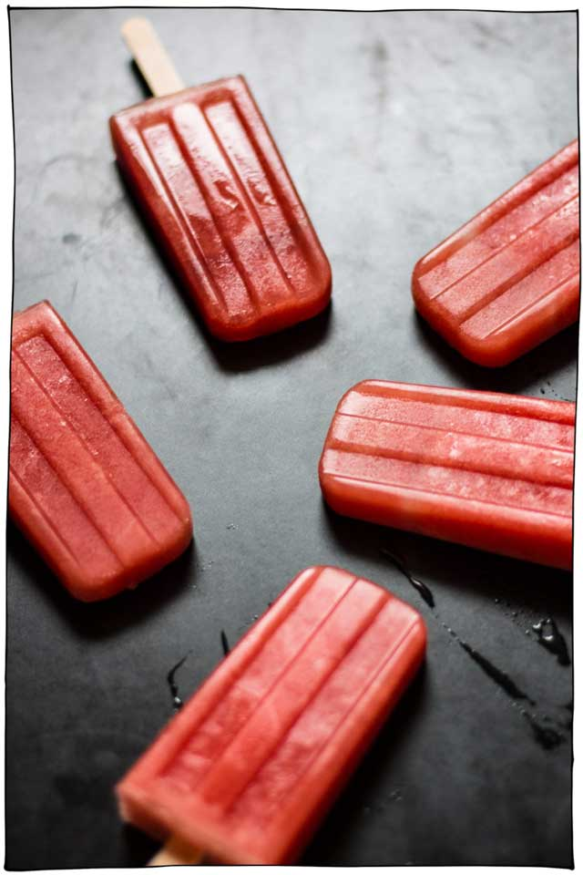 25 Vegan Popsicle Recipes that you need to make this summer! Creamy, fruity, chocolatey, layered, swirled, prizes inside, this collection has got it all. Dairy-free. #itdoesnttastelikechicken