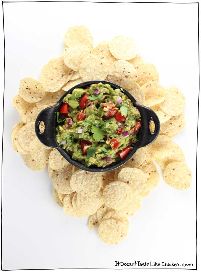 This is my favourite guacamole recipe ever! There are 3 hacks (including a secret ingredient), that take this guacamole to the next level! #itdoesnttastelikechicken