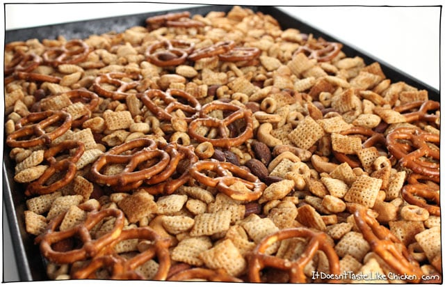 Scrumptious Vegan Chex Mix! This easy recipe gets all the same flavours as original chex mix without the Worcestershire sauce (which contains fish)! Kid-friendly, perfect for parties. #itdoesnttastelikechicken