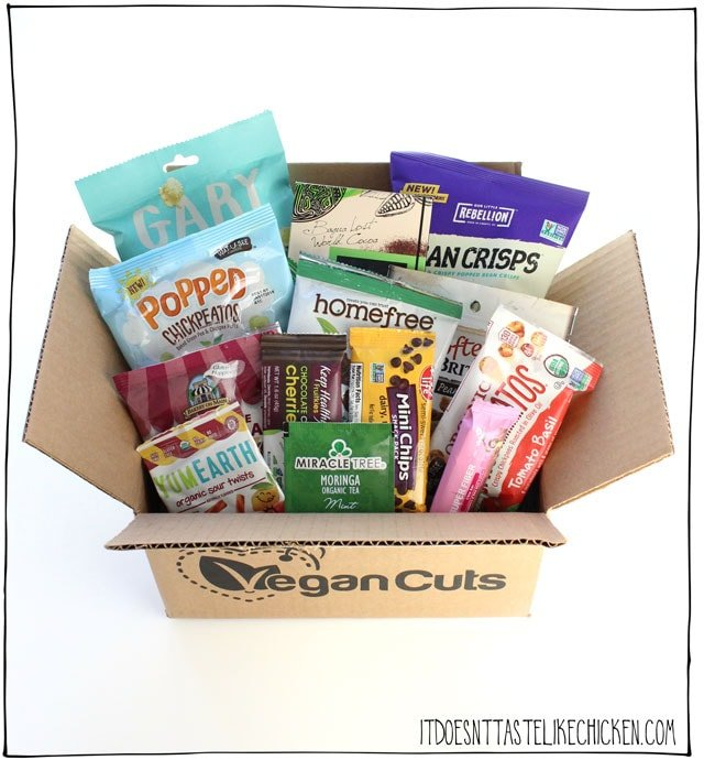Vegan Cuts Snack or Beauty Box giveaway! Win a 3 month subscription to Vegan Cuts snack or beauty box, it's your choice!  Day 5 of 12 days of giveaways 2017. #itdoesnttastelikechicken