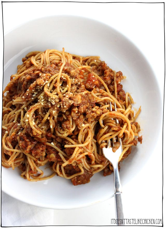 The Best Ever Lentil Ragu!! This easy vegan pasta takes just 15 minutes to make! Vegetarian ragu pasta is hearty, rich, slightly smoky, and makes for the perfect weeknight meal. #itdoesnttastelikechicken #easyveganpasta #veganpasta #ragu