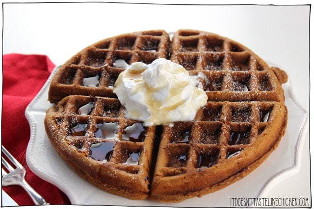 Vegan Gingerbread Waffles! The perfect easy vegan breakfast recipe for Christmas morning or the holiday season. Dairy-free, egg-free. #itdoesnttastelikechicken