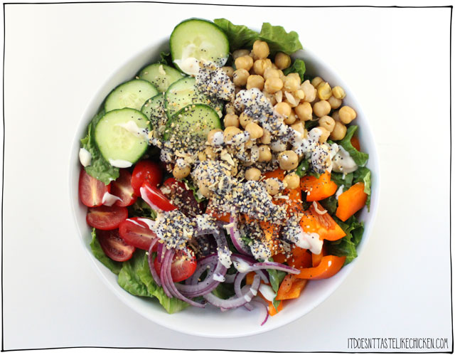 Everything Bagel Seasoning recipe! You can make your own topping at home and then use it on all your favourite foods: salads, hummus, popcorn, avocado toast, tofu scramble, everywhere! #itdoesnttastelikechicken #everythingbagel