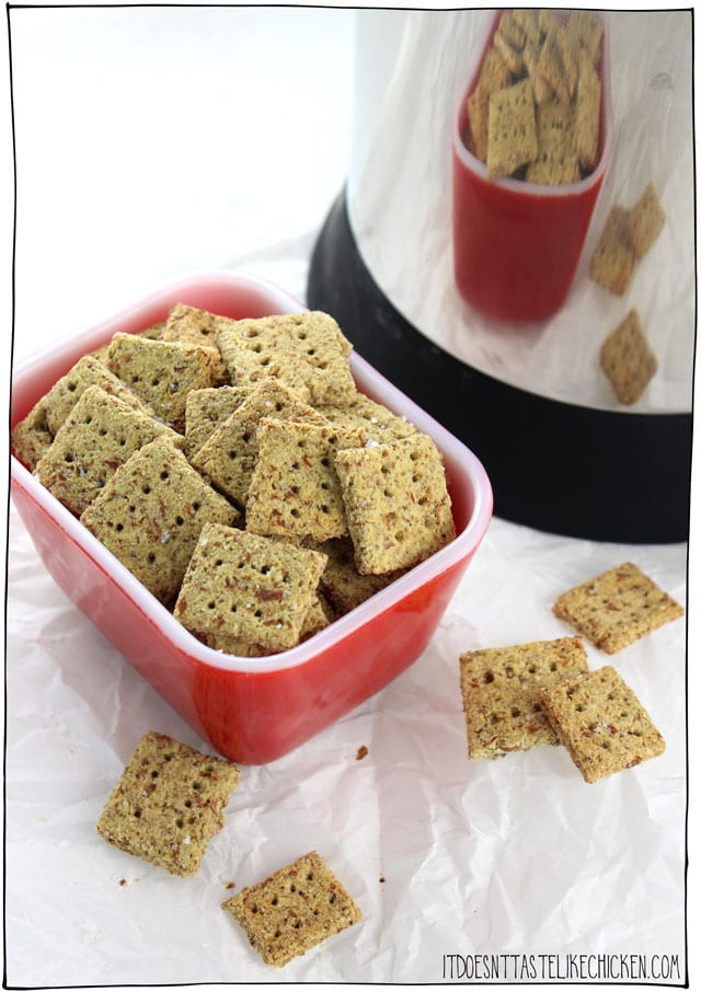 Vegan Almond Pulp Crackers! Made from leftover almond pulp from making almond milk. So easy to make and super delicious. Gluten-free with an oil-free option. #itdoesnttastelikechicken #nondairy #veganrecipes