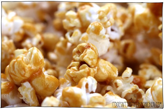 Easy Vegan Caramel Corn! Surprisingly easy to make with just 7 ingredients. Keeps for up to a week for a great make-ahead snack. Perfect for a homemade gift, for an oscar's academy award's party, or for any time your sweet tooth kicks in. #itdoesnttastelikechicken #veganrecipes #vegandessert