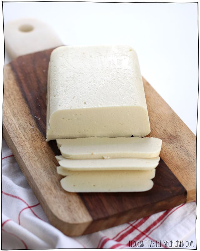 The Best Vegan Mozzarella!!! 5 minutes and only 9 ingredients to make dairy-free mozzarella that is perfect for your pizza! It grates, melts, stretches and tastes super delicious. Perfect for lasagna, pizza, soups, grilled cheese, the options are endless. #itdoesnttastelikechicken #veganrecipes #dairyfree