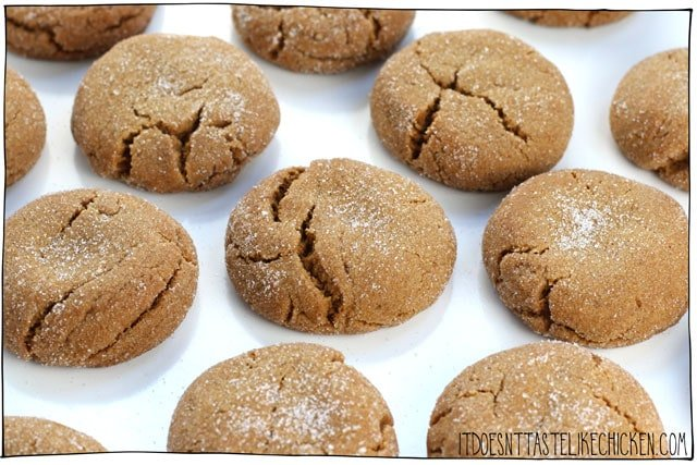 Easy Chewy Vegan Molasses Cookies! 1 bowl, 10 ingredients, 30 minutes. They stay fresh for up to a week or freeze for later. The perfect old fashioned holiday favourite made vegan. #itdoesnttastelikechicken #veganrecipes #vegandesserts
