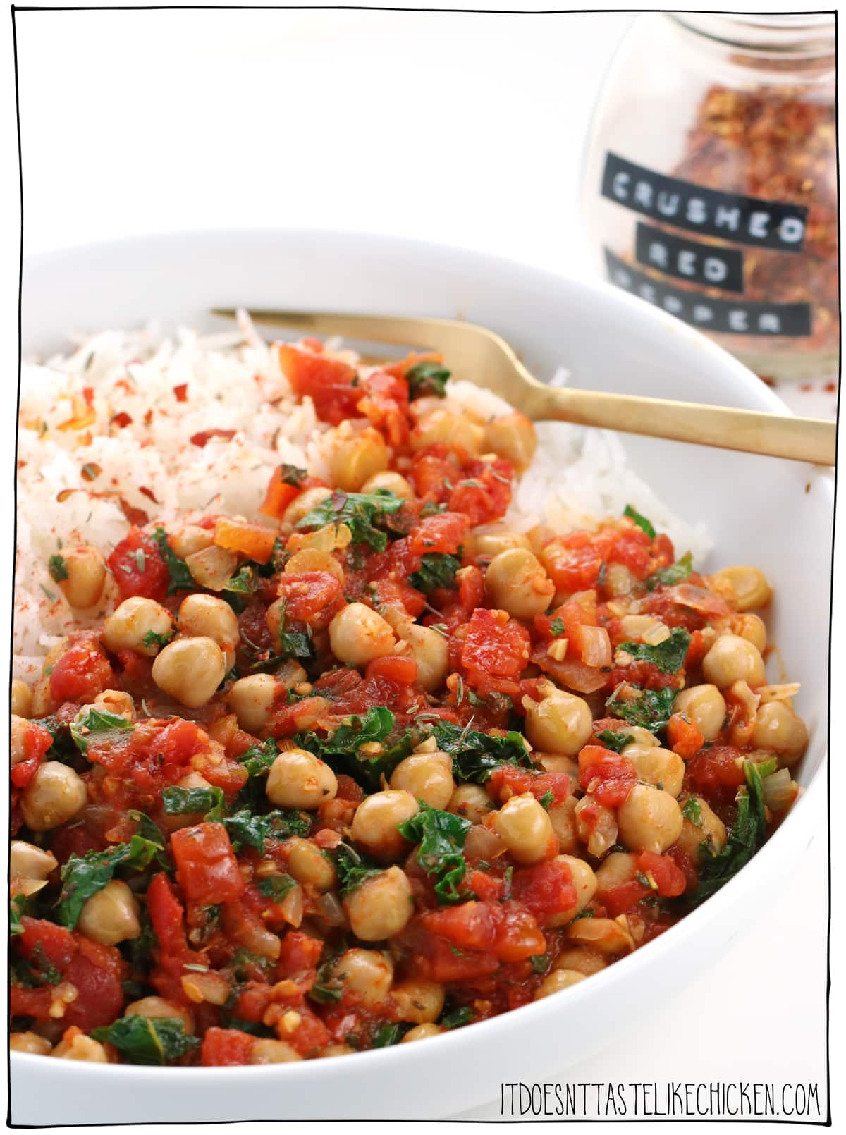 Smoky Spicy Chickpea Stew! Super quick and easy to make, but don't be fooled by the simplicity of this recipe, it's bursting with complex flavours. It gets even better the next day so it's a perfect make-ahead meal. #itdoesnttastelikechicken #veganrecipes #pantryrecipe