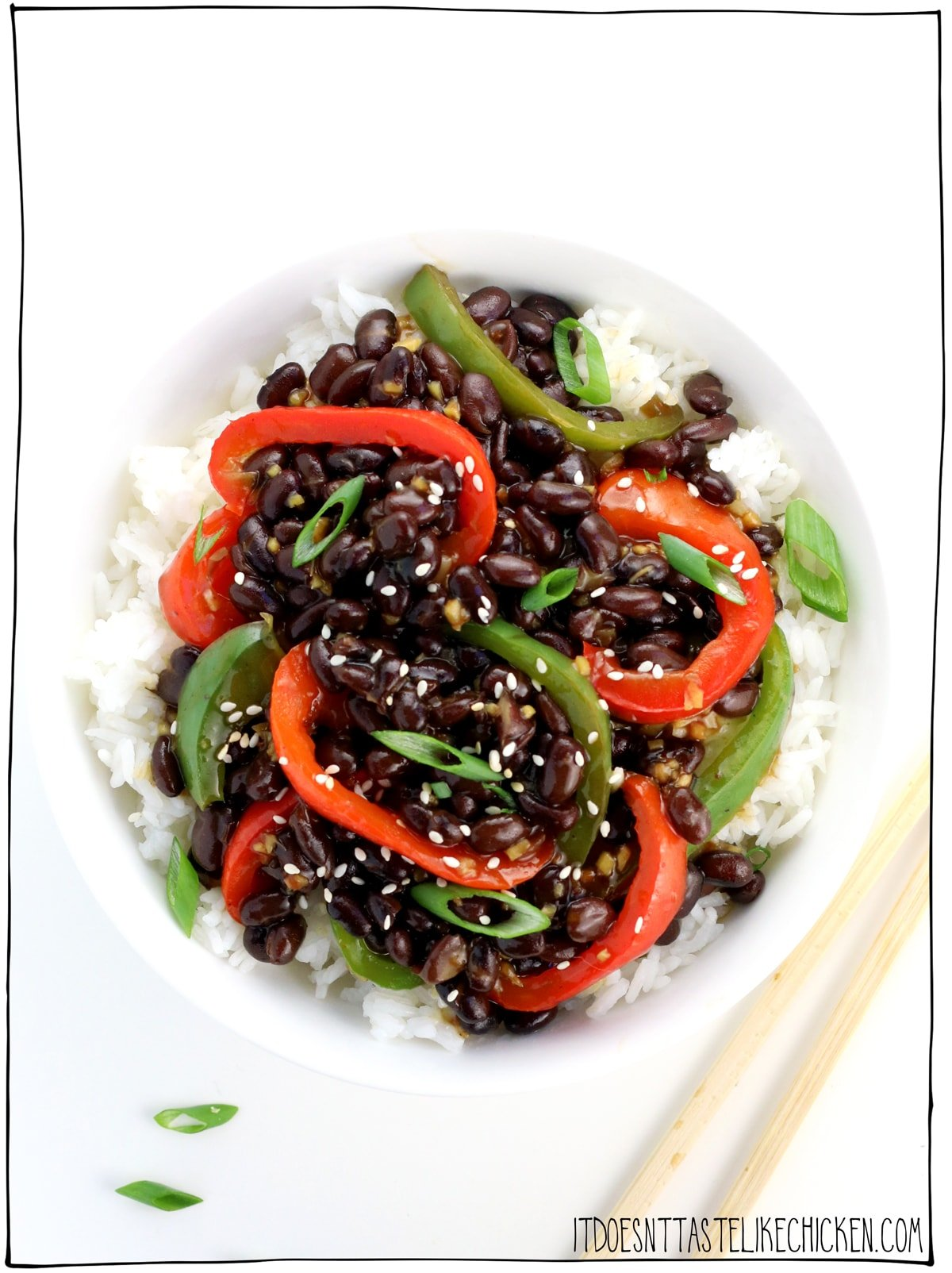 Vegan Pepper Black Bean Stir-Fry! Just 10 ingredients and 15 minutes to make, this is the vegan version of that Chinese-American pepper steak dish. It's not only incredibly delicious, but it's even easier to make than the traditional version. Perfect for meal prepping. Gluten-free, oil-free versions. #itdoesnttastelikechicken #veganrecipes