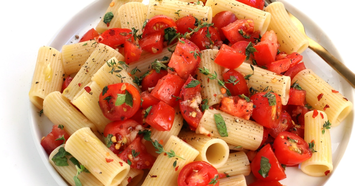 Fresh Tomato Pasta My Favourite Easy Summer Pasta It Doesn T Taste Like Chicken