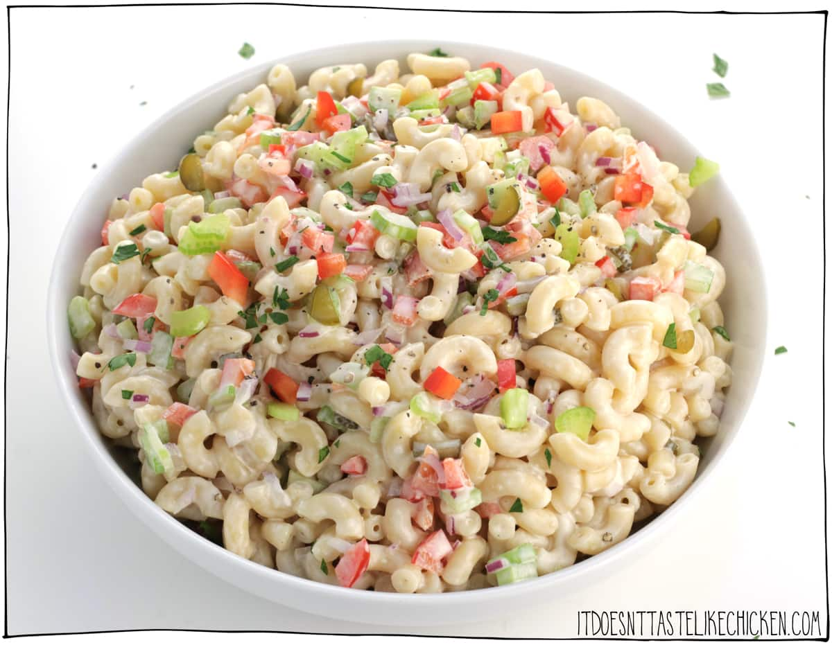 Easy Vegan Macaroni Salad! 10 ingredients and 20 minutes to make, this pasta salad is the perfect side dish for any BBQ, picnic, or potluck. Gluten-free and oil-free options. #itdoesnttastelikechicken #veganrecipes