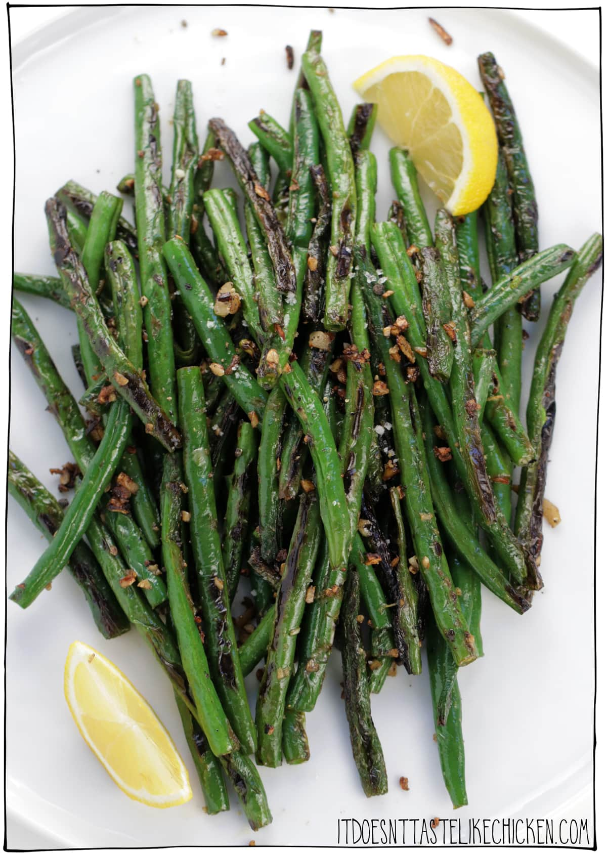 Garlic Sautéed Green Beans! Just 15 minutes to make and 6 ingredients, these green beans make the perfect side dish for any meal. But they are so tasty all on their own that you could even treat them as the main and serve them over pasta, or with rice for a super easy and delicious dinner. #itdoesnttastelikechicken #veganrecipes