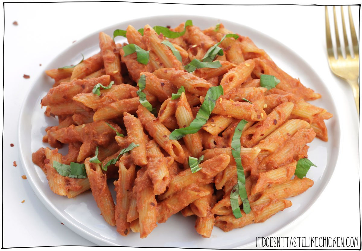 Easy Vegan Penne alla Vodka! Just 20 minutes to prepare, and only 10 ingredients! This pasta is rich, creamy, and oh so delicious. It can be made fresh, or the sauce can be prepared ahead of time and frozen for later. The perfect simple pasta dish for a fancy night in.