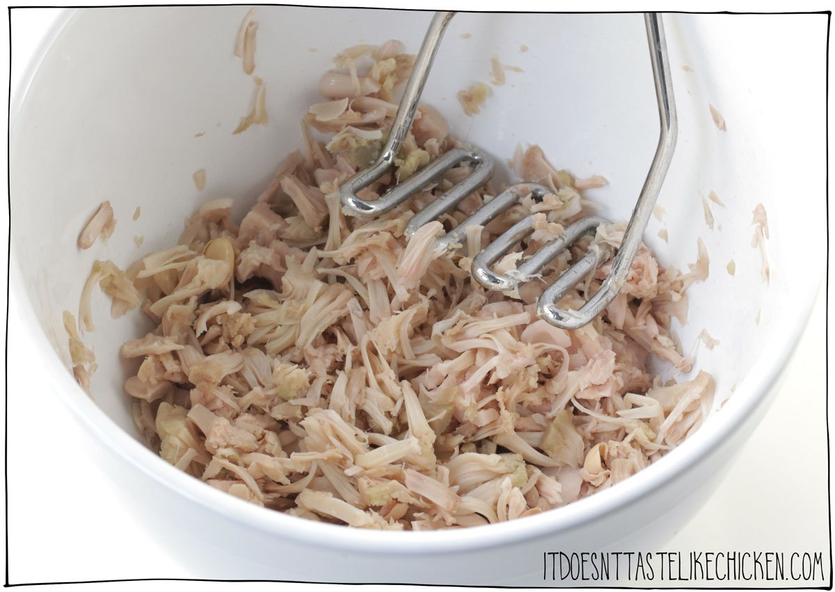 Dry the jackfruit then mash it with a potato masher