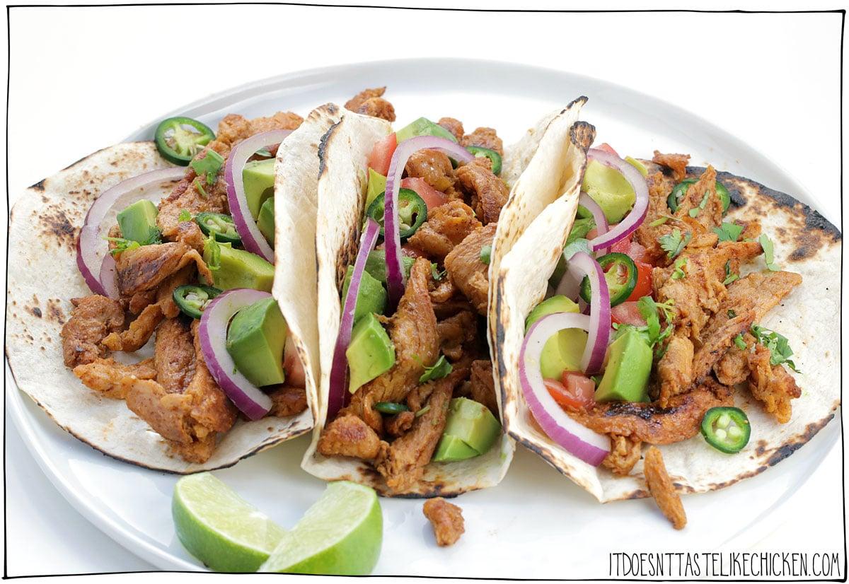 ¡Tacos fáciles de rizo de soja!  (Tacos Veganos de Pollo).  ¡Preparados en solo 20 minutos, estos tacos de rizo de soya son jugosos, tiernos, masticables y llenos de sabor!  ¡El taco de pollo vegano perfecto!  Opciones sin gluten y sin aceite.  #tdoesnttastelikechicken #veganrezept #tacos
