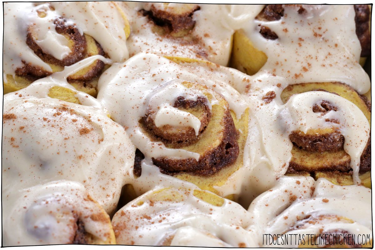 These easy vegan pumpkin cinnamon rolls are the perfect treat on a chilly autumn day. Soft, moist, pumpkin-infused dough, swirled with buttery brown sugar and pumpkin pie spice, and topped with a simple vegan cream cheese icing. These rolls are also easy to make, requiring no yeast at all! Perfect for a make-ahead breakfast. #itdoesnttastelikechicken #veganrecipes #vegandesserts #veganbaking #pumpkin #thanksgiving